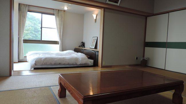 和室10畳と洋室6畳